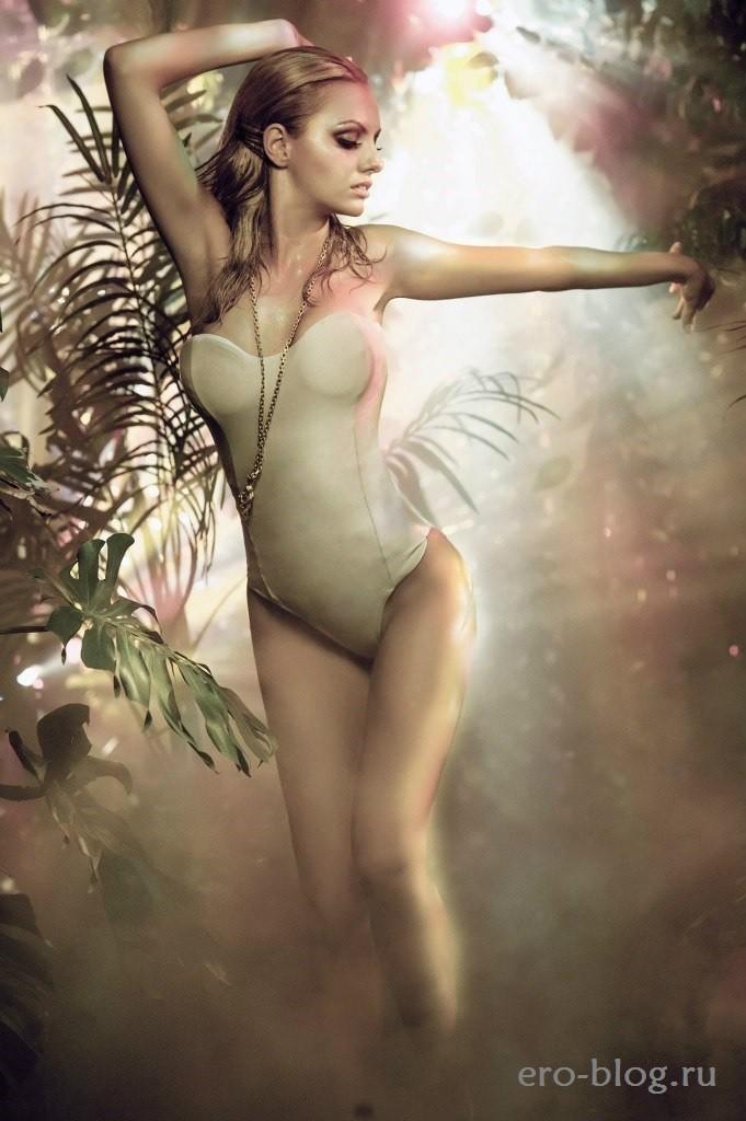 Alexandra Stan (38)