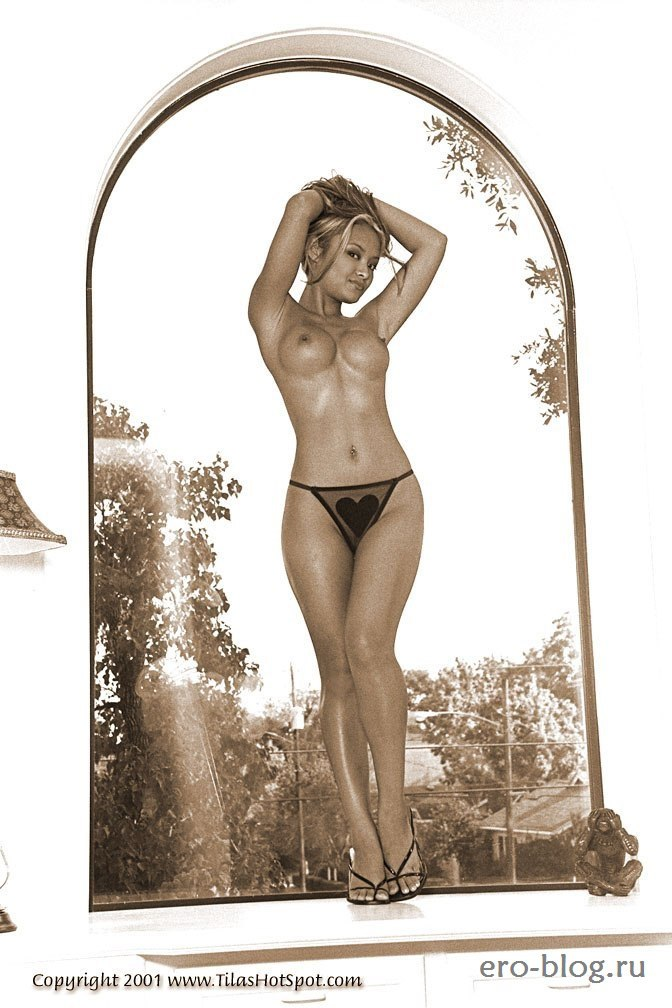 Голая обнаженная Тила Текила интимные фото звезды