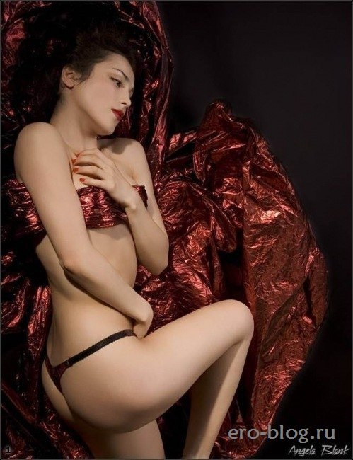 Голая обнаженная Сати Казанова интимные фото звезды