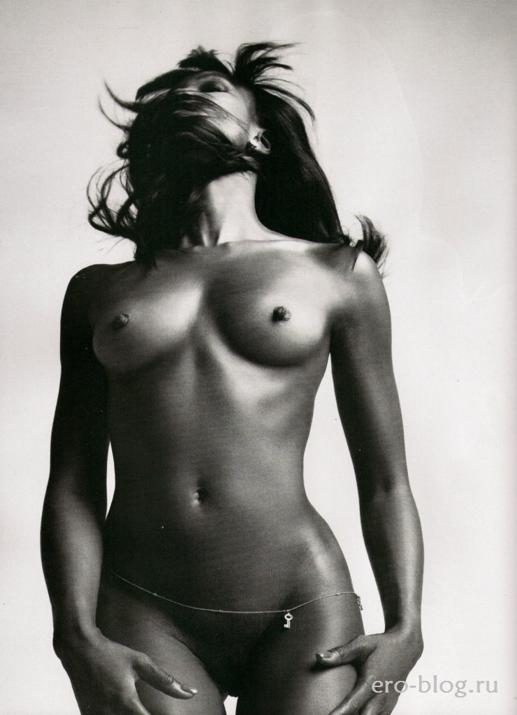 Голая обнаженная Наоми Кэмпбелл интимные фото звезды