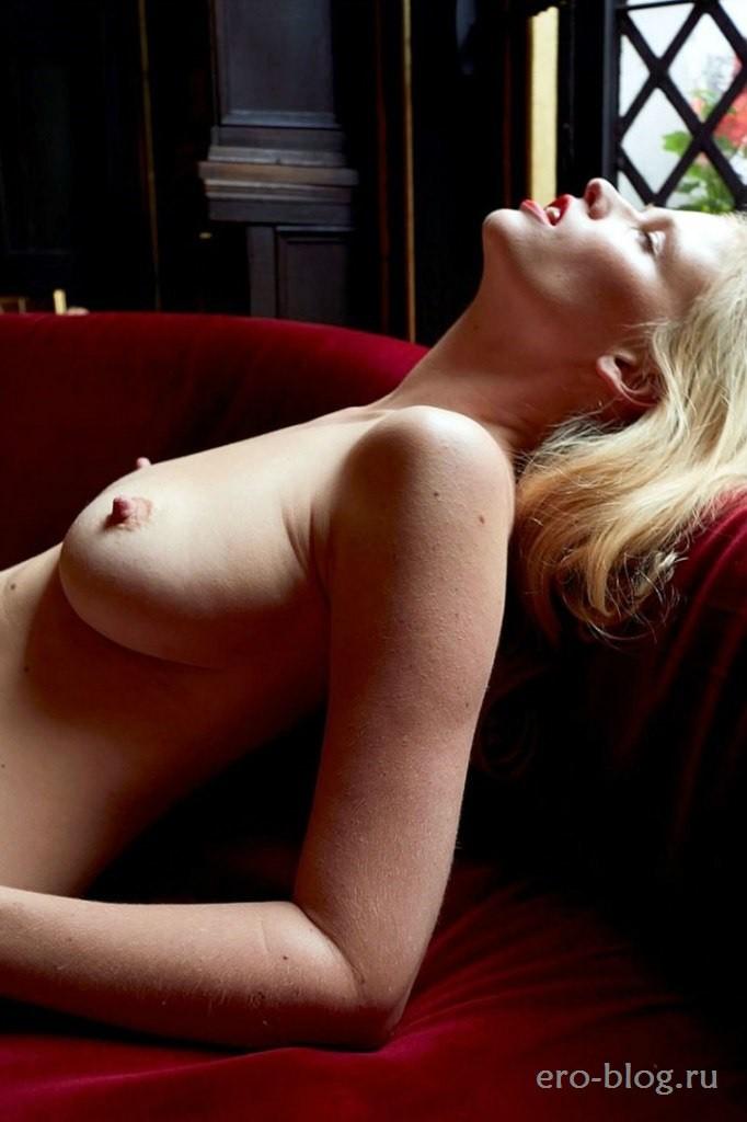 Голая обнаженная Лара Стоун интимные фото звезды