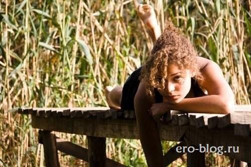 Голая обнаженная Antonia Thomas | Антония Томас интимные фото звезды