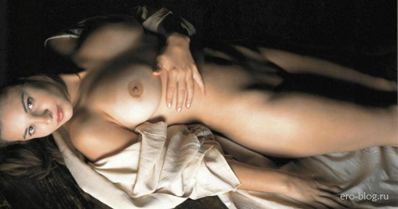 Голая обнаженная Корина Унгуряну интимные фото звезды