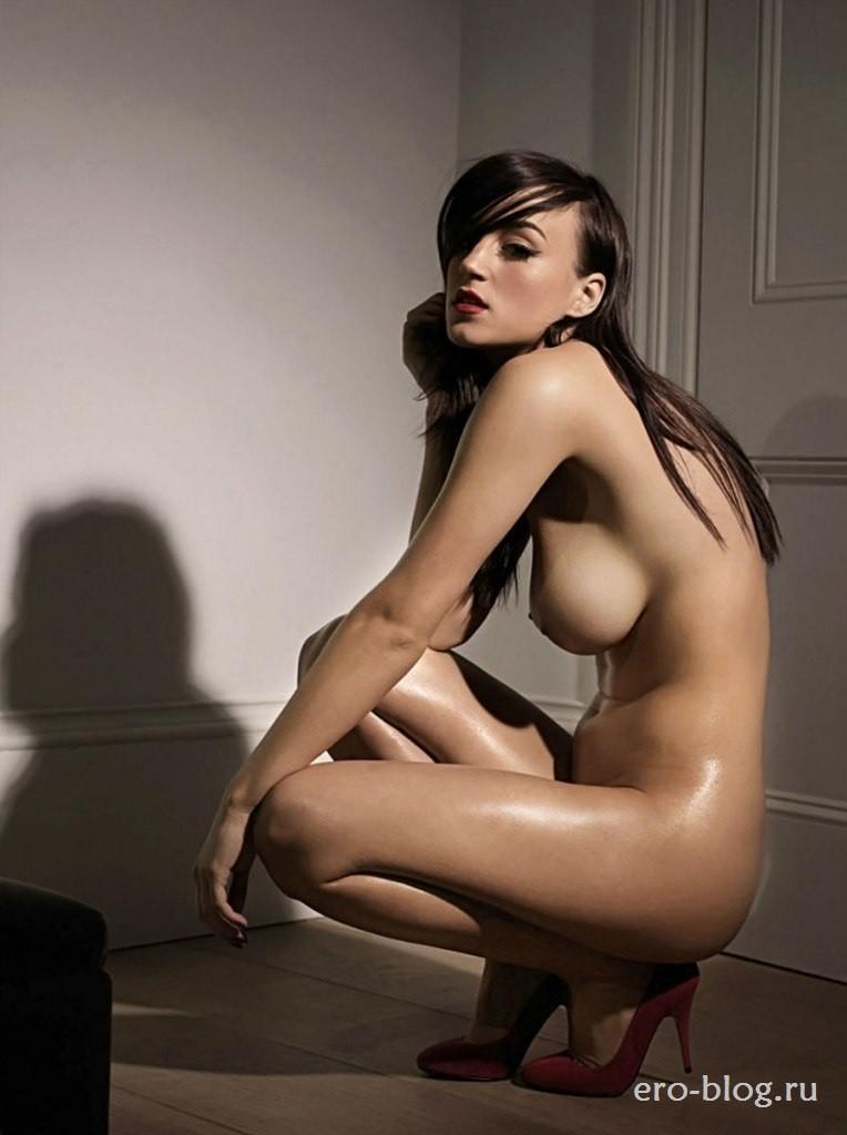 Голая обнаженная Рози Джонс интимные фото звезды