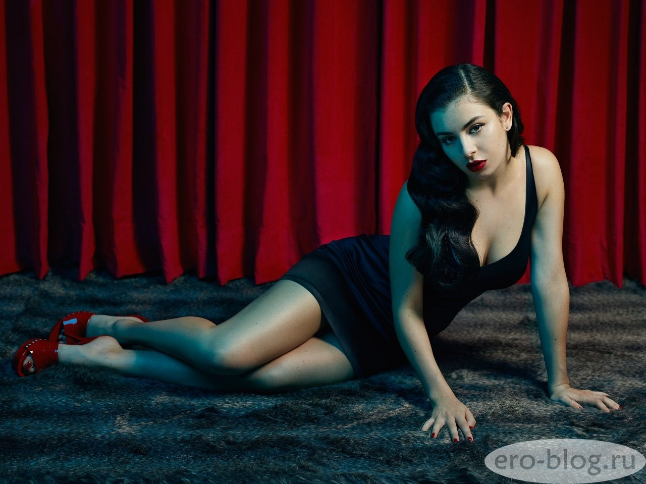 Голая обнаженная Charli XCX | Чарли Экс-си-экс интимные фото звезды